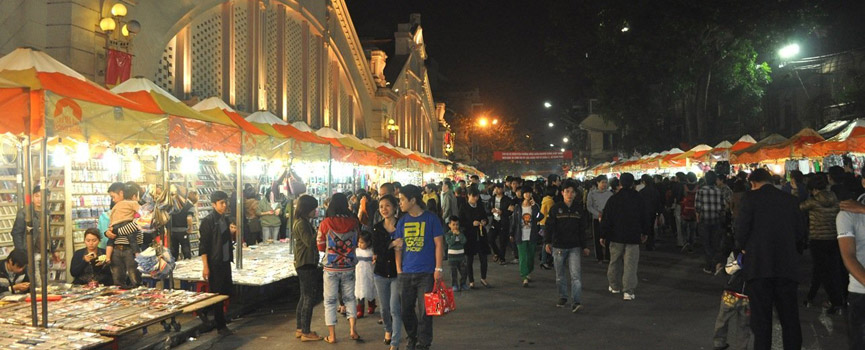 Hanoi Weekend Night Market opening on every Friday, Saturday and Sunday